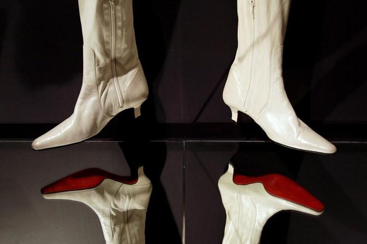 6e85bfe73 Louboutin ganha batalha sobre marca registada de sapatos com sola ...