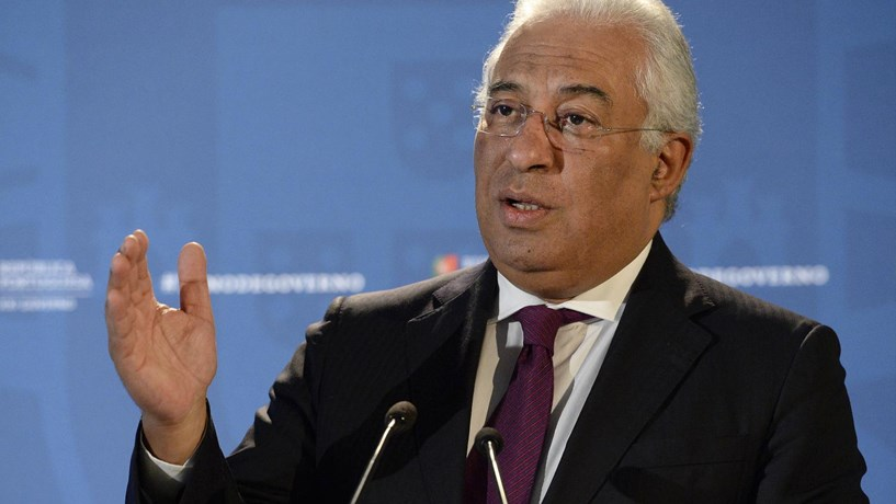Costa diz que SNS se exerce em primeiro lugar por entidades públicas