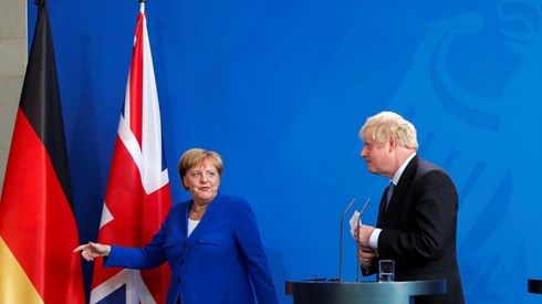 Merkel dá 30 dias a Johnson para ter alternativa viável ao backstop