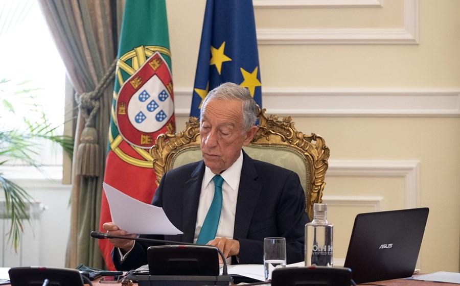 O Presidente da República considera desejável a simplificação de processos de contratação pública, mas pediu contrapartidas.